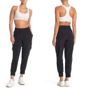 Z by Zella Cropped Athletic Joggers w/ Pockets